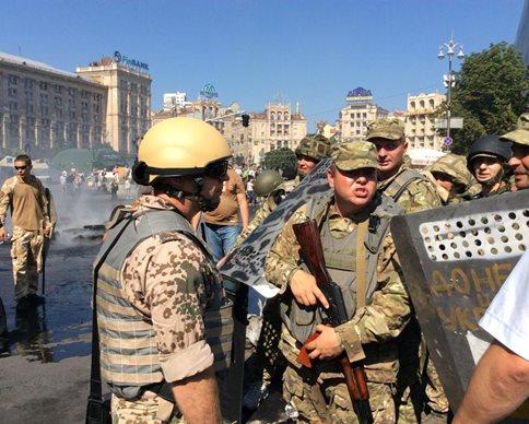 Armored militia at the Maidan, and no police