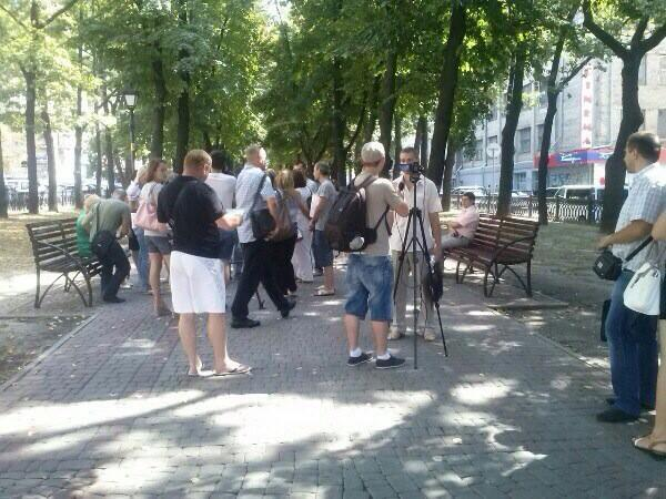 Rally in Kharkiv. People demand to convert their loans in USD to UAH by old exchange rate
