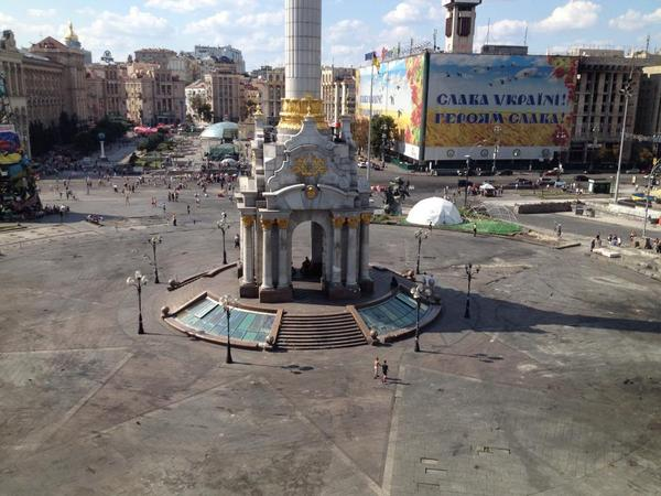 Maidan in Kiev is empty. First time in over 9 months. No protests, no tents. Nothing