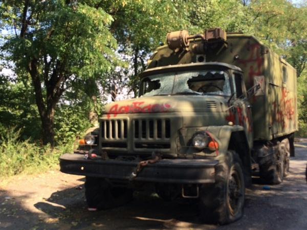 Deep in DNR territory, eyewitnesses say 2 DNR fighters shot dead in this truck by partisans