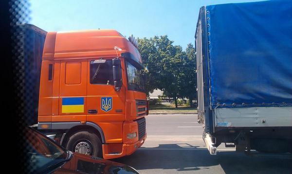 Ukrainian trucks with humanitarian aid pass Kharkiv
