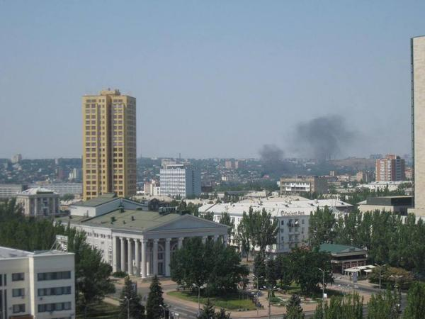 Shells hit malls and university in Donetsk