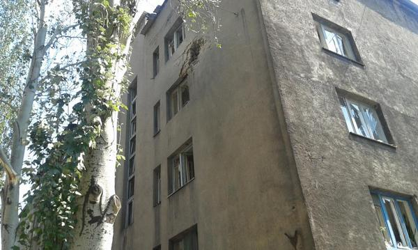 Hole blasted in wall of residential building in central Donetsk