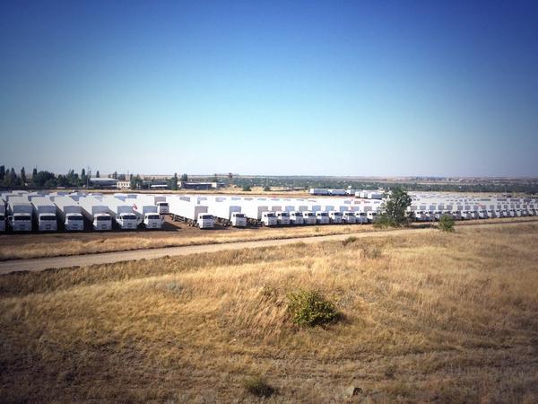 Trucks near the border