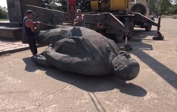 Lenin statue was toppled in Novoaydar, Luhansk region