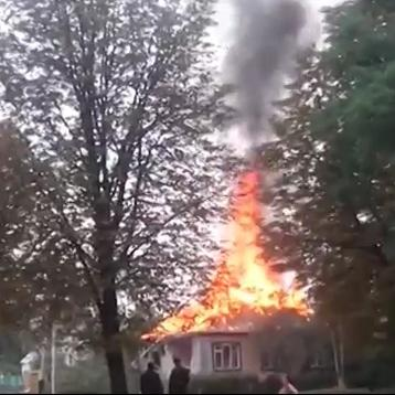 Burning houses in Khartsyzsk