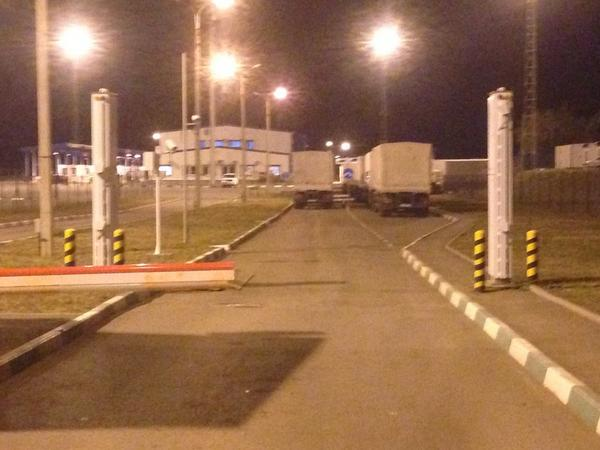 Red Cross rep still talking with Russians. ICRC spokesmen sleeping in a car. 16 trucks in the border area izvaryne