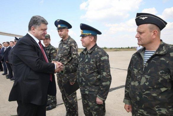Poroshenko met with the Ukrainian military in Mykolaiv