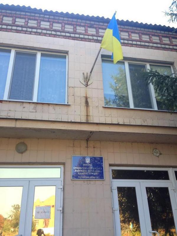 Ukrainian flag raised in Stanytsia Luhanskaya