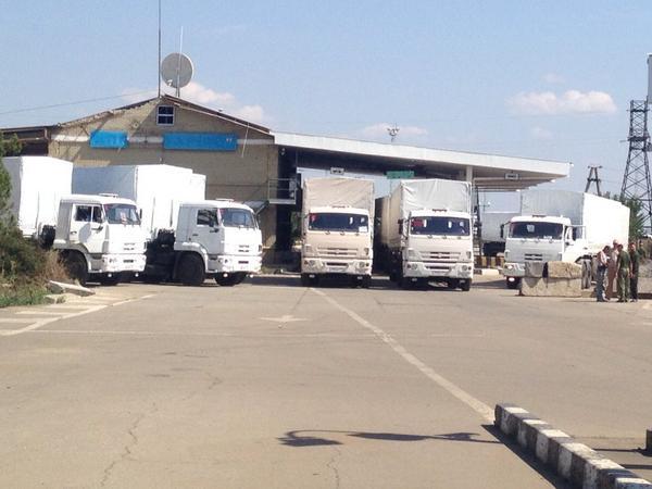 The humanitarian convoy at the border point Izvarino. Dozens of trucks already on the left side of Luhansk