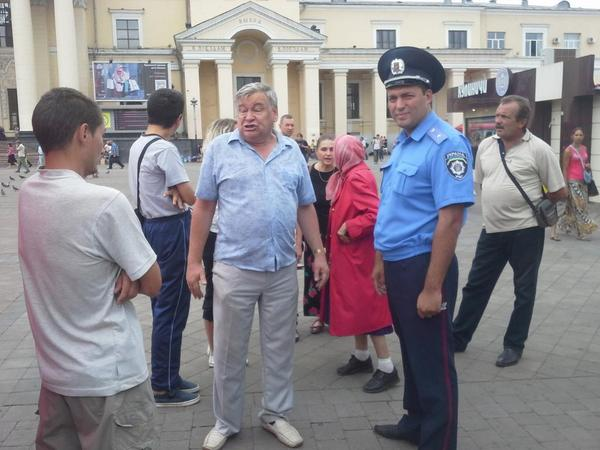 The activists did not want to remove the tent at the request of the police in Kharkiv
