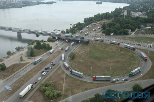 Humanitarian convoy of Rinat Akhmetov continues to move