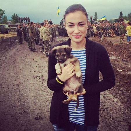 Ukrainian singer Anastasia Prikhodko supports troops in the zone of ATO