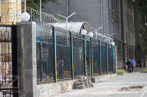 The fence near the Russian Embassy in Kiev colored in Ukrainian colors