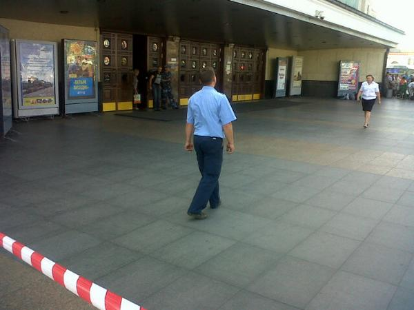 Bomb scare now at Kyiv main railway station, all asked by police to leave building