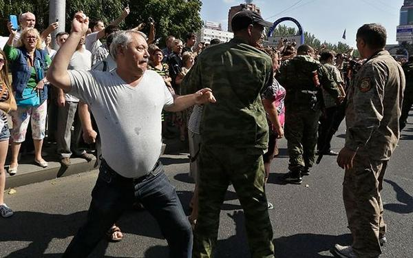Brainwashed Donetsk throwing eggs at Ukrainian POWs being parades through the streets