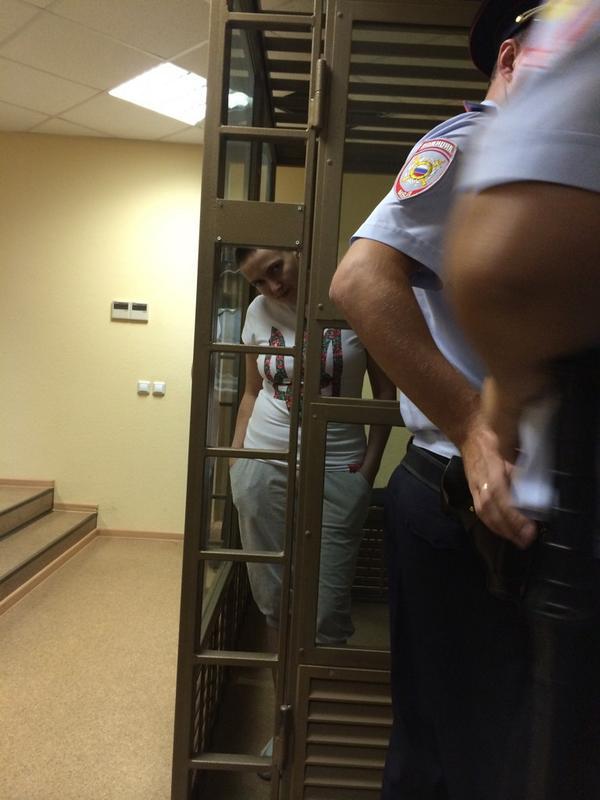 Ukrainian pilot Nadia Savchenko, kidnapped from Ukraine, appears in Russian court v @mark_feygin