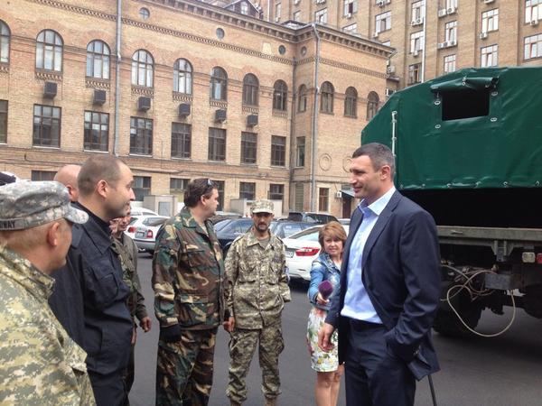 Kyiv mayor @Vitaliy_Klychko donating military truck to volunteer battalion Aidar