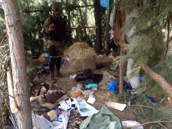 Camp of Russian saboteurs was found near the Novoazovsk