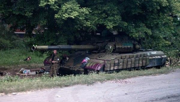 Group of Russian army with tanks settled in Novooasovsk