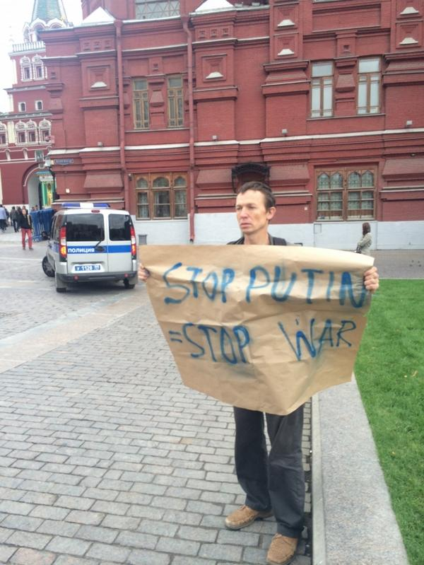 Another 1-man picket in Moscow today: Stop Putin = stop war