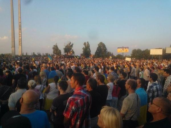 Mariupol. A lot of people at the rally. Nobody wants a war