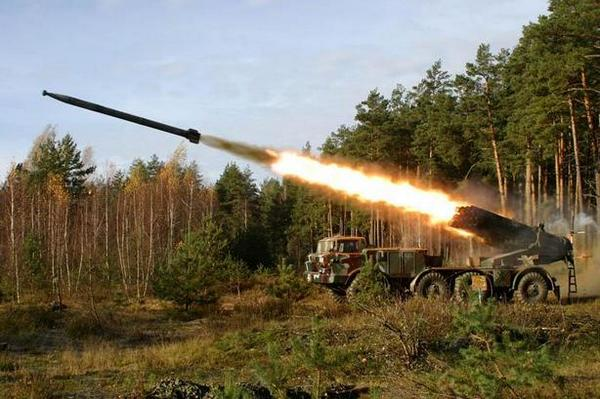 Terrorists shelled Luhansk airport from tanks and MLRS
