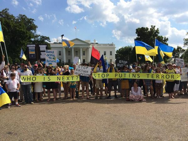 Ukrainians rally at White House: Stop Putins terror