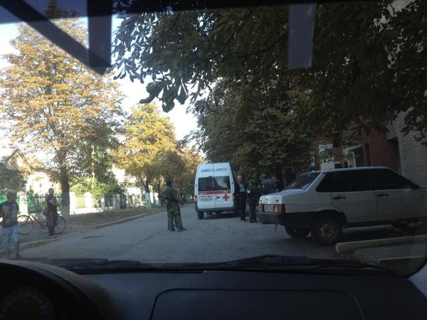 Militants in ambulance pick up ammo salvaged from Ukr convoy destroyed near Komsomolske. Ukrainian troops have left town