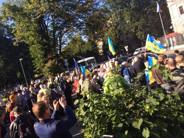 Several hundreds at the embassy of russian federation rally against war