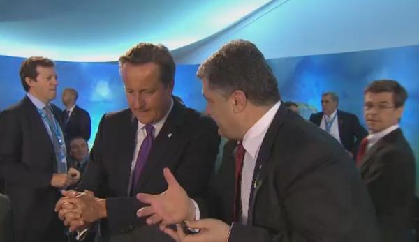 Poroshenko & Cameron in chat during NATOSummitUK