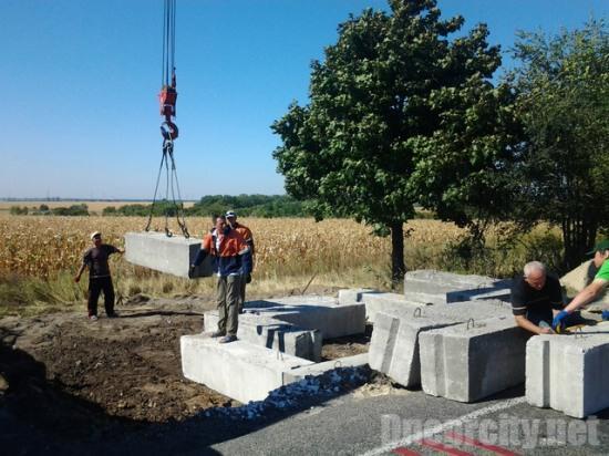 New concrete roadblock near Dniprodzerzhinsk