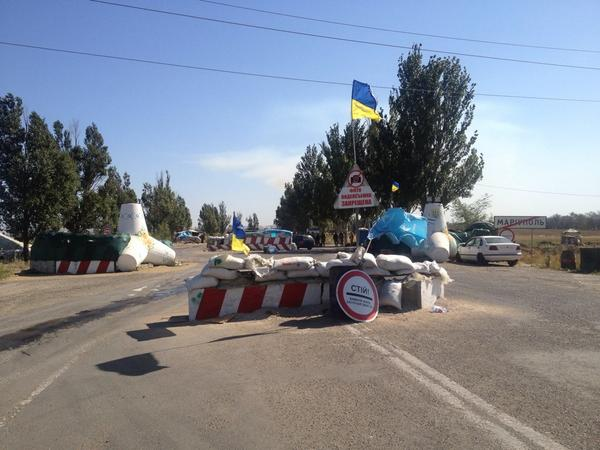 Eastern checkpoint in Mariupol towards Novoazovsk: relative peace and quiet
