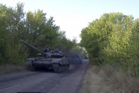 Russian tanks going from Luhansk
