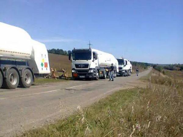 Smuggling - convoy of trucks with oil passed border in Kharkiv region.