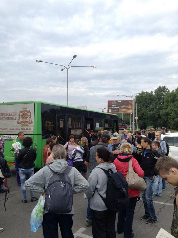 Kharkiv, Patriots gathering to go to dig trenches
