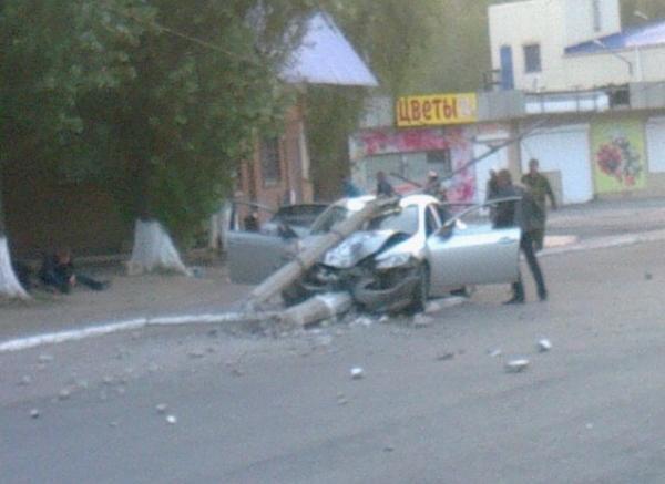 Terrorists in stolen car met power pillar