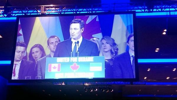 Hockey star Wayne Gretzky @ CUF's UnitedforUkraine fundraiser for humanitarian aid to Ukraine