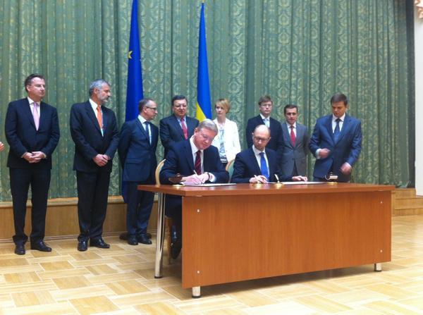 Ukraine @StefanFuleEU signed w/ @Yatsenyuk_AP euro 10M agreement 2support CivilSociety 2monitor reforms