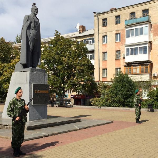 Luhansk People's Republic guard of honor for monument to NKVD founder Felix Dzerzhinsky