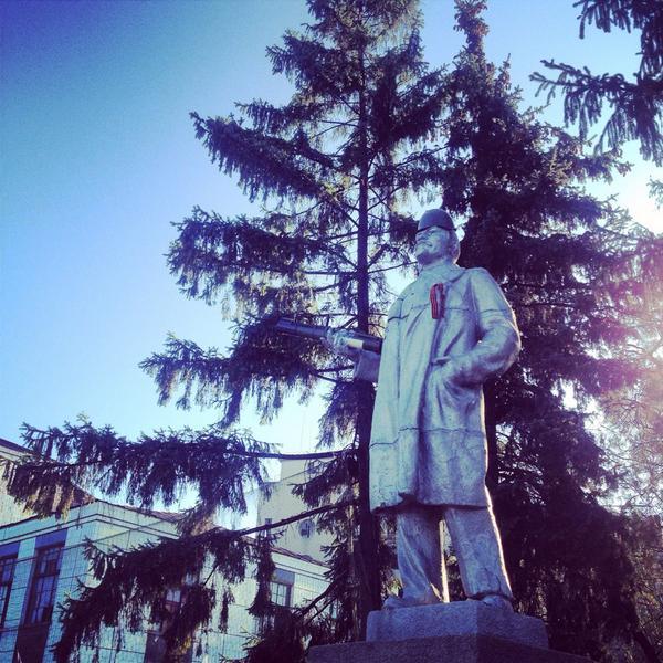 Lenin with RPG, eastern Ukraine