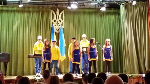 Ukrainian children in London singing to raise humanitarian aid 4 Ukraine