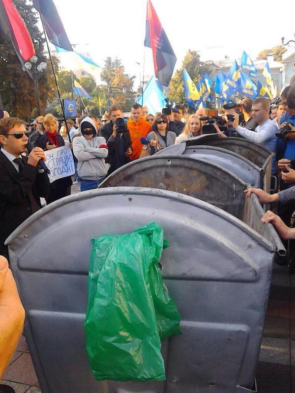 Garbage container for lustration near Verkhovna Rada