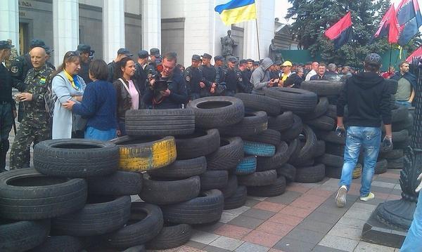 Tires near Verkhovna Rada