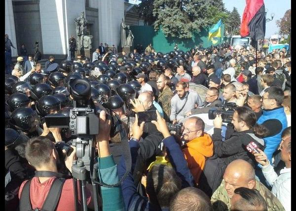 Clashes near Rada. Police used tear gas
