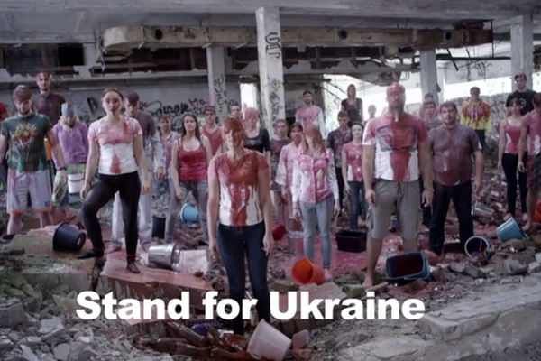 Lithuanian students staged a bloody IceBucketChallenge in support of Ukraine
