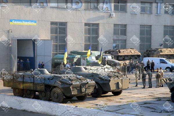 Mykolaiv armored plant handed over 10 APCS  to the border guards