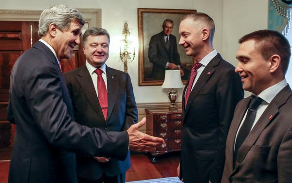 @poroshenko met with John Kerry. Discussed the deepening of cooperation in the sphere of security and defence.