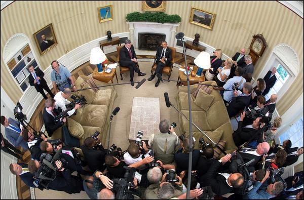 Bird's-eye view - President Obama meets with President Petro Poroshenko of Ukraine in the Oval Office. Ukraine