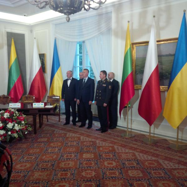 The defense Ministers of Poland, Lithuania and Ukraine before the signing of the agreement on the establishment of a unified team